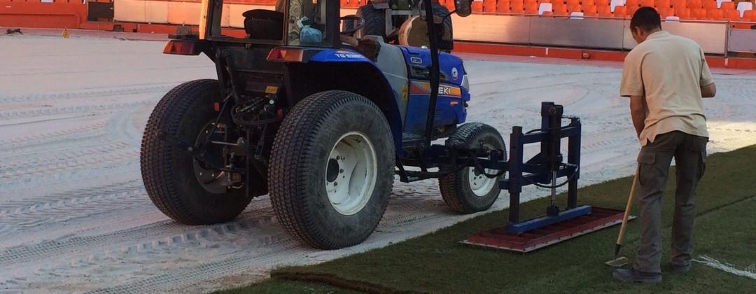 Turf Green Trabajando en el Estadio Mestalla